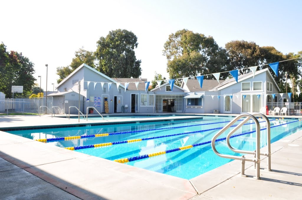 Public swim rancho recreation for Swimming pools open to the public